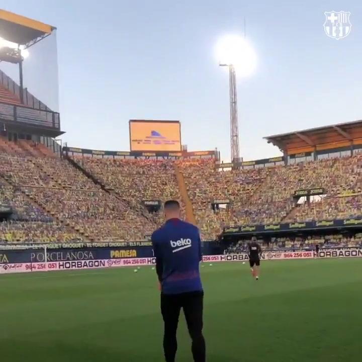 El FC Barcelona salta al césped del Estadio de la Cerámica