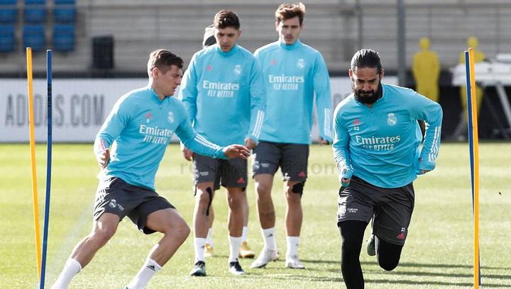 Primer entrenamiento de la semana del Real Madrid tras el derbi