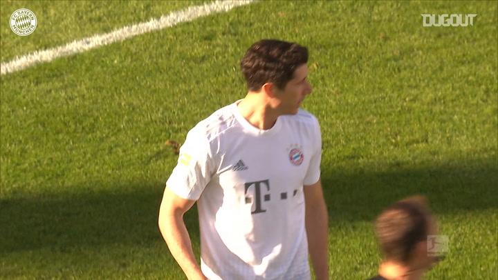 Robert Lewandowski marca su gol número 40 de la temporada 2019/20