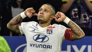¡A lo Panenka! Memphis Depay anota tras un error arbitral en el Juventus-Lyon