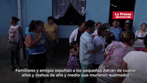 Entre el llanto y dolor son sepultados los cuerpecitos de Adrián y Joshua