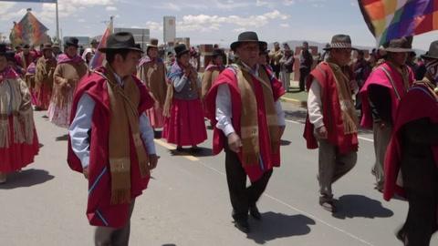 Los Ponchos Rojos, la milicia aymara que se planta como
