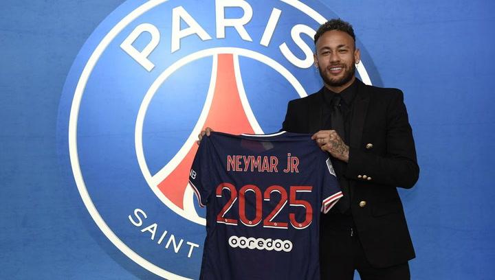 Neymar renueva con el PSG hasta el 2025