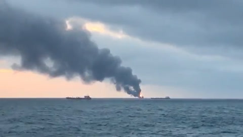 Catorce muertos por incendio en dos barcos en Crimea