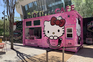 Hello Kitty Cafe on Las Vegas Strip – VIDEO