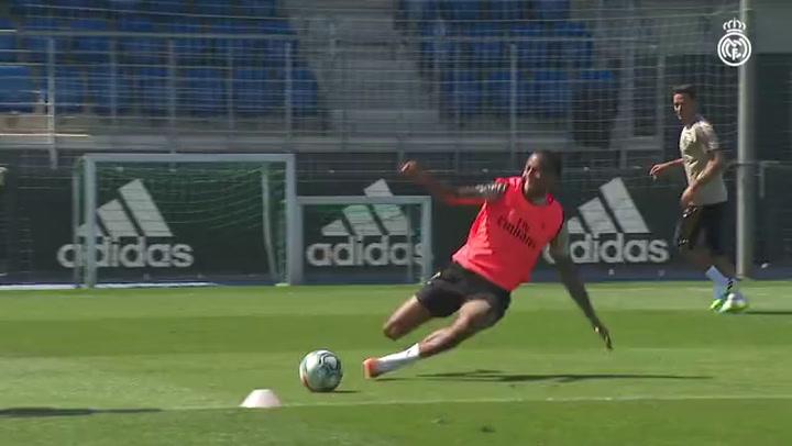 Mucho físico y balón en la tercera sesión de la semana del Real Madrid