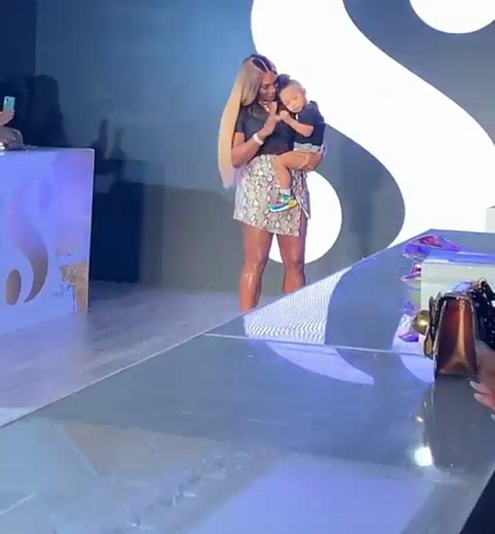 Serena Williams desfila con su hija en la Semana de la Moda de Nueva York