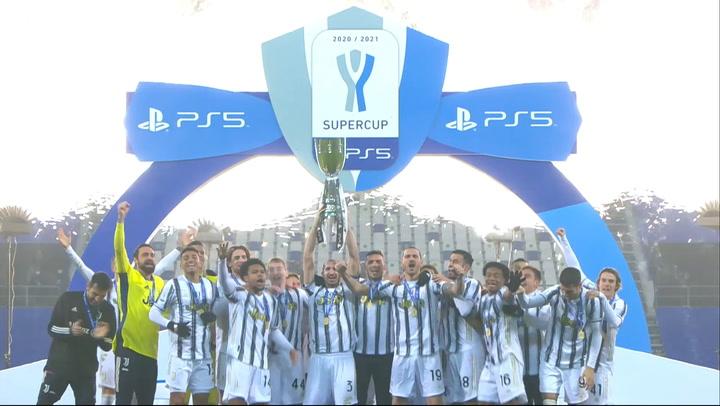 La Juventus celebra su triunfo en la Supercopa de Italia
