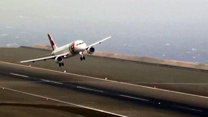 Sekunder før landing: Vinden spiller pilotene ett puss