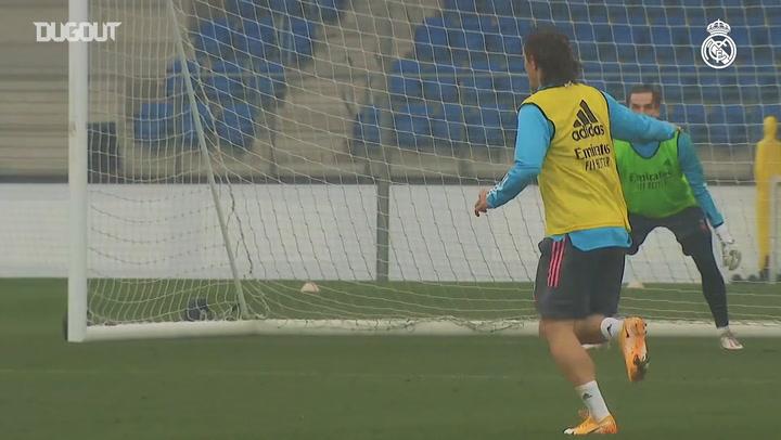 Sergio Ramos returns to training with his teammates