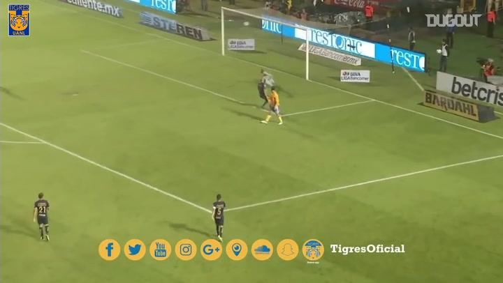 Gignac's spectacular finish vs Pumas