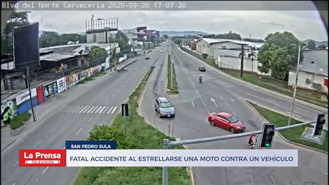 Fatal accidente al estrellarse una moto contra un vehÍculo