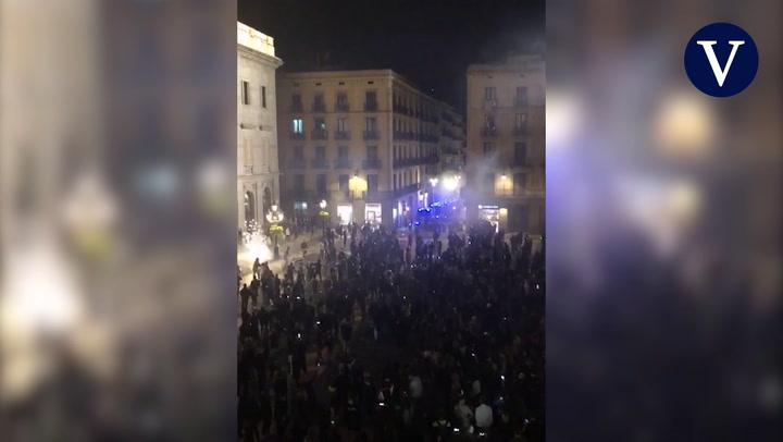 Imágenes de las cargas policiales en la plaça Sant Jaume