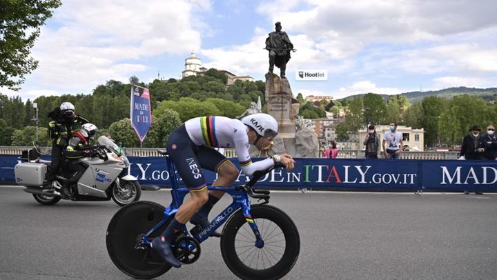 Ganna hace buenos los pronósticos y arrasa en la crono inaugural del Giro en Turín