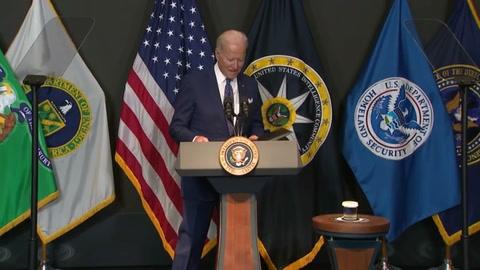 Biden asegura que su país tiene una pandemia de