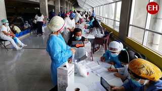 Cuarta jornada de vacunación contra el covid-19 en el Polideportivo de la UNAH
