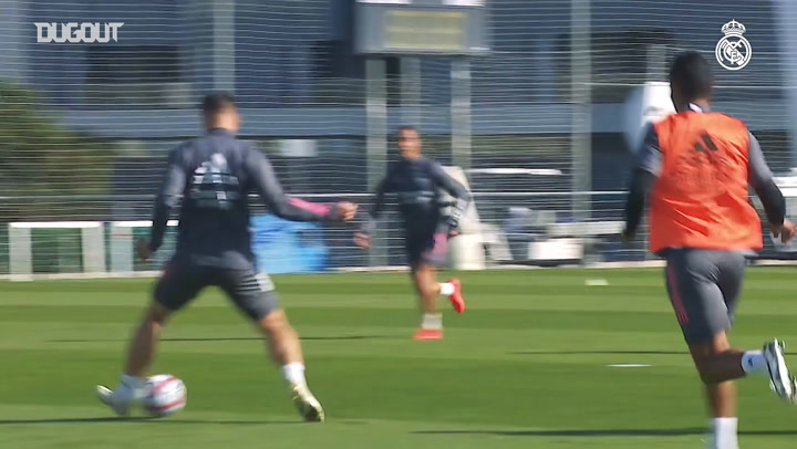 Combination and finishing exercises in Real Madrid training