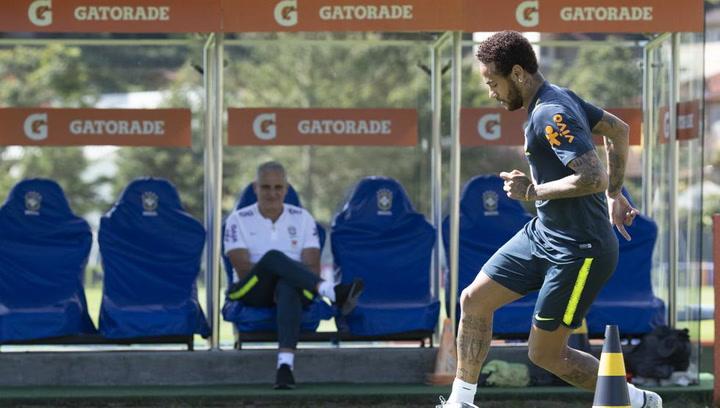 Neymar participa en el entrenamiento de Brasil