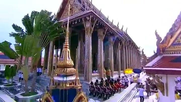 El rey de Tailandia, Maha Vajiralongkorn, preside los últimos ritos antes de su coronación MahaVajiralongkorn