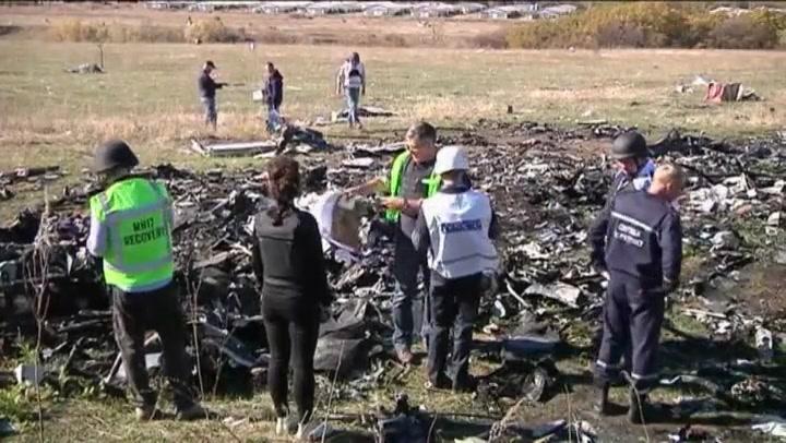 Video: stoffelijke resten MH17 geborgen