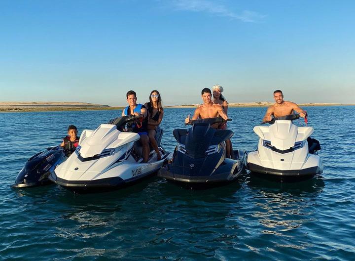 Playa, motos de agua... las calurosas y divertidas Navidades de Cristiano y Georgina en Dubái