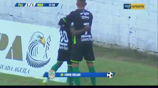 Edwin Solano anota el empate 2-2 ante el Platense