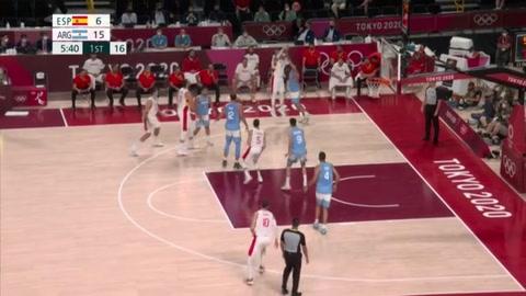 España avanza a cuartos en básquet y deja a Argentina al borde del KO