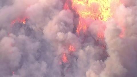 Unos 90.000 evacuados de localidad cerca de Los Ángeles por nuevo incendio forestal