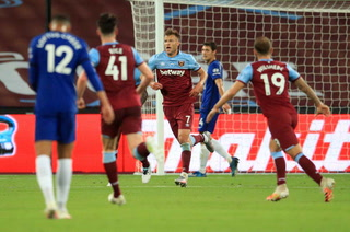 Derrotas de Leicester City y Chelsea aprietan la lucha por puestos de 'Champions'