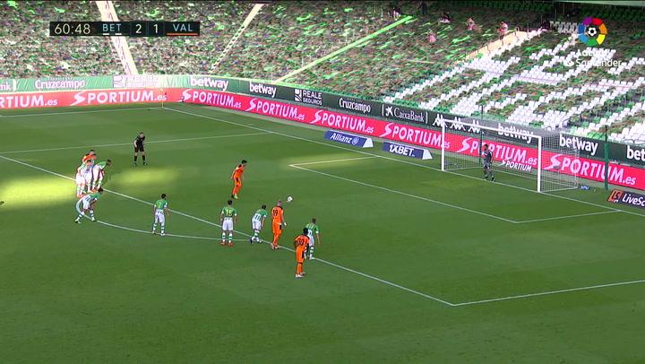 Gol de Carlos Soler (p.) (2-2) en el Betis 2-2 Valencia