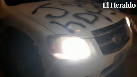 Carro del gobierno resulta afectado tras protestas en Choluteca