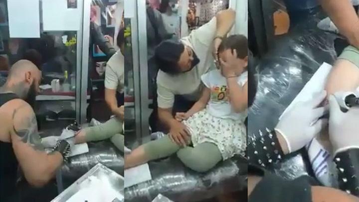 Indignante: Papás llevan a niña a hacerse un tatuaje y ella se pone a llorar de dolor en Colombia | VIDEO