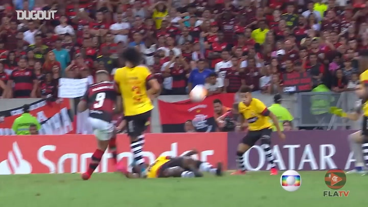 Flamengo score three past Barcelona SC at the Maracanã