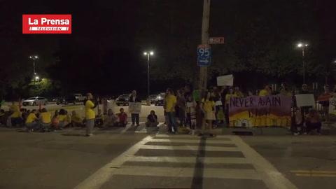 Agente antiinmigrantes embiste a protestantes en EEUU