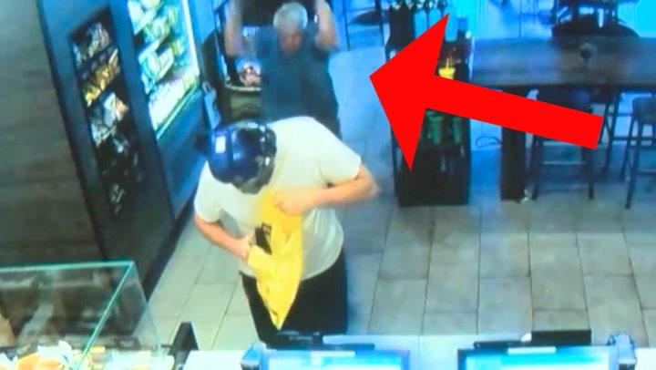 Pistolraner truer barista - så kommer kunden til unnsetning