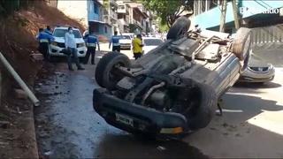 Accidente de tránsito en cuesta El Chile dejó solo daños materiales