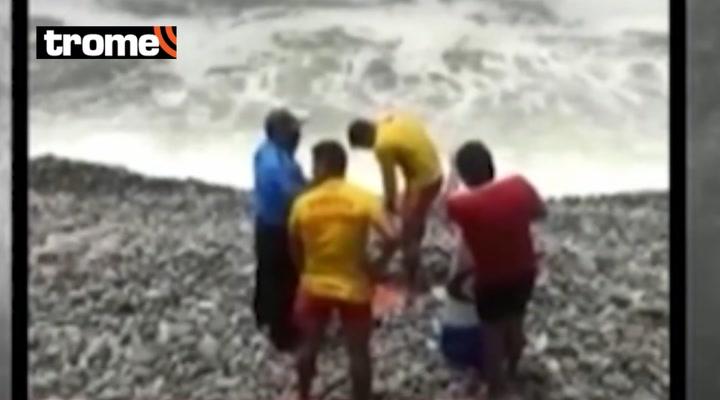 Miraflores: Falso surfista casi se ahoga por ingresar a la playa con una tabla de tecnopor