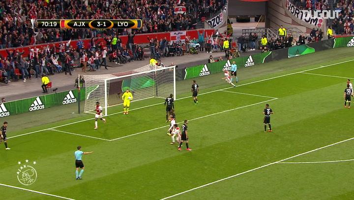 Bertrand Traoré termina una gran jugada en equipo del Ajax ante el OL