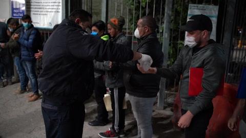 Migrantes atrapados en México se enfrentan a la amenaza de COVID-19