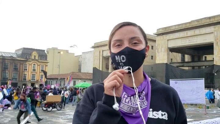 Mujeres colombianas alzan la voz contra la violencia hacia la mujer