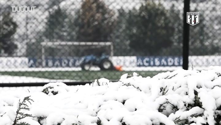 Beşiktaş Ümraniye Tesisleri'nde Karlı Bir Gün