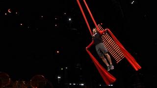 Vegas Golden Knights cross train with Cirque du Soleil
