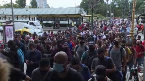 Récord de 537 muertes por covid-19 en un solo día en Argentina