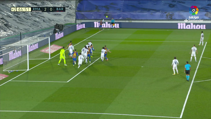 Si mete eso ya sí que se podía ir del Barça: ¡Messi rozó el gol olímpico!