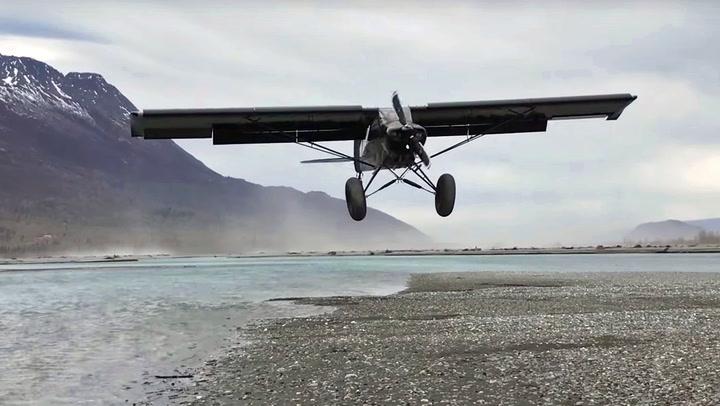 Piloten skrur av motoren sekunder før landing