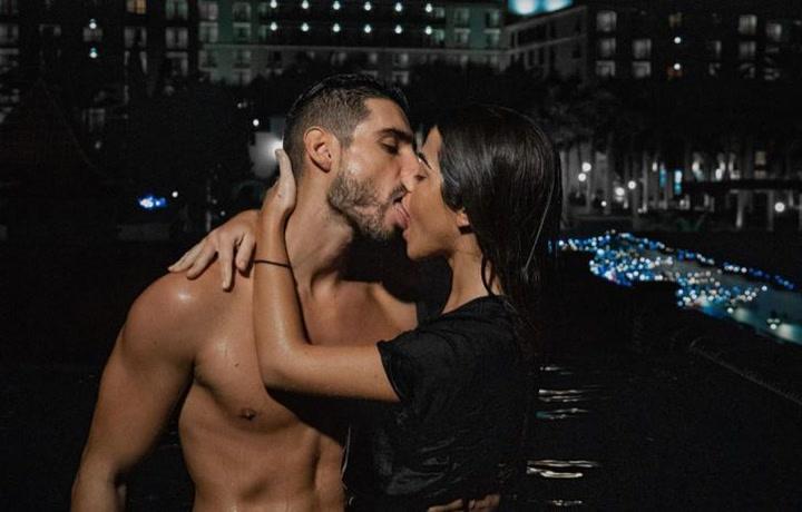Fabio y Violeta se besan apasionadamente frente a la cámara