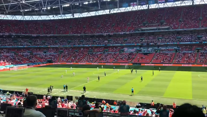 England fans boo team before being drowned out by cheers at Euro 2020