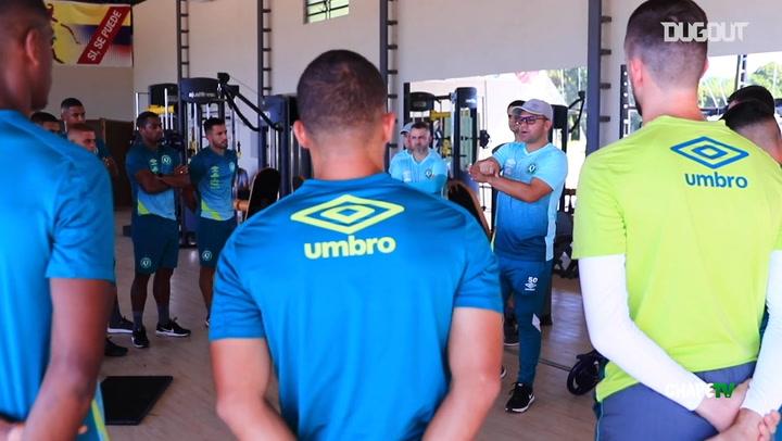 Chapecoense treina para duelo no Campeonato Catarinense