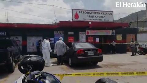 Hombre muere dentro de su auto en parqueo de una clínica en El Carrizal