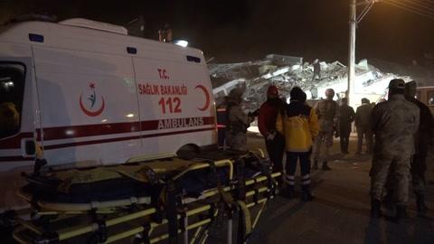 Potente terremoto en Turquía deja muertos y cientos de heridos